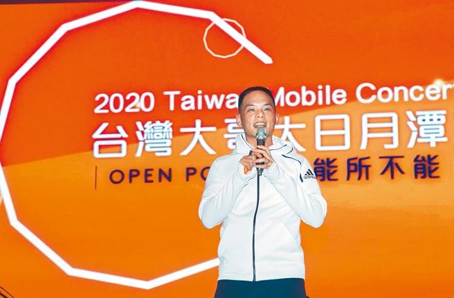 台灣大總經理林之晨表示,台灣大哥大日月潭花火音樂會不僅是視覺與聽覺交織的盛會,更於會場為公益團體募款倡議。(台灣大提供)