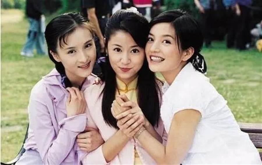 乐珈彤和赵薇、林心如搭档演出《情深深雨濛濛》爆红。(图/取材自微博)