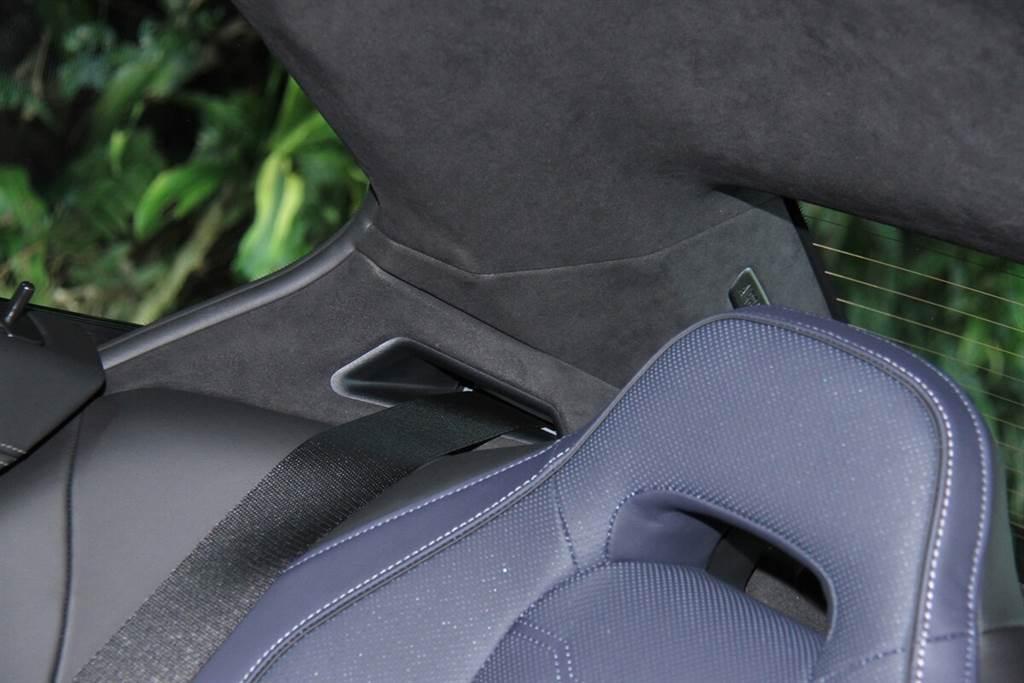 BMW Individual Alcantara黑色麂皮車內頂篷須加價8.7萬。