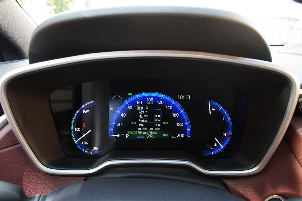 Hybrid旗艦款採用數位式7吋MID螢幕,科技感受更加濃烈。