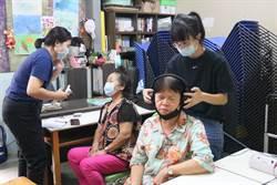 弘光師生到社區為長者檢查聽力 預防失智