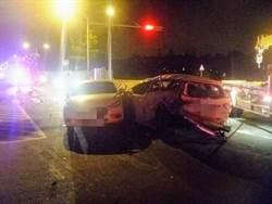 紅燈來不及停!觀音3台小客車追撞車禍