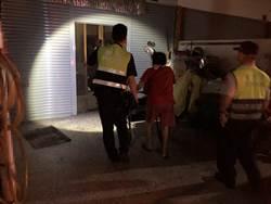 妇人访友深夜迷途路旁 警方热心助返家