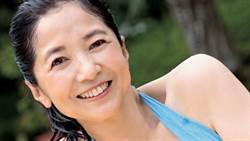 61歲氣質女星比基尼解鎖 辣曬「超狂少女身材」網瘋傳