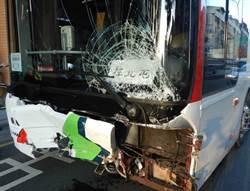 中市客運煞車失靈 衝撞8輛汽車5人受傷