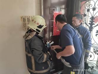 金門消防隊破鎖 1家3口脫困出門