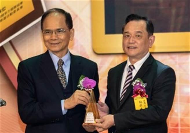 舒沉香精油榮獲今年「國家品牌玉山獎」「最佳產品類」大獎。(圖/舒沉香提供)
