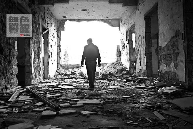 龍應台認為戰爭會摧毀文明之中的雅緻精妙。(圖/美聯社)