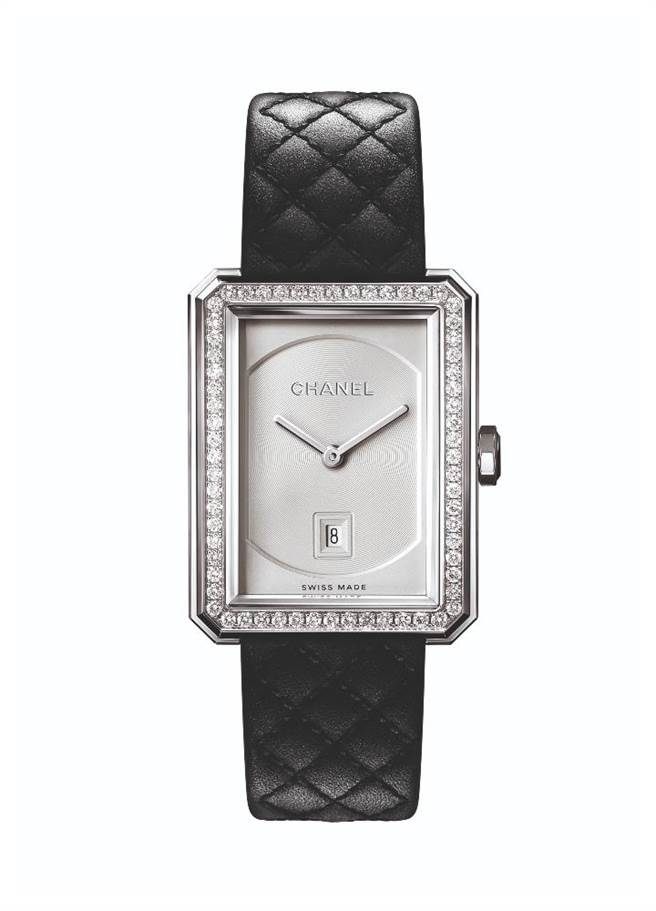 香奈儿BOY·FRIEND腕表中型款,精钢表壳镶钻款,29万6000元。(CHANEL提供)