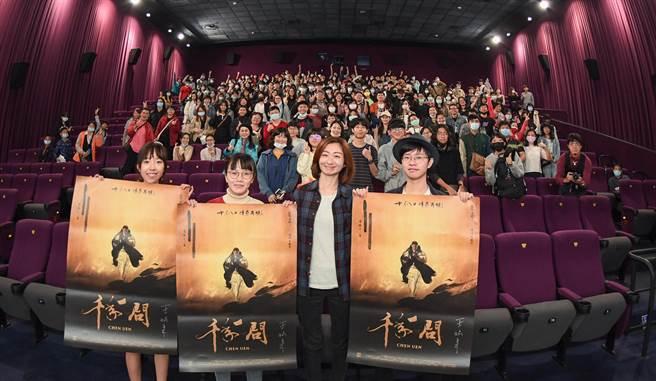 導演王婉柔分享《千年一問》拍攝過程的點點滴滴。(牽猴子整合行銷提供)