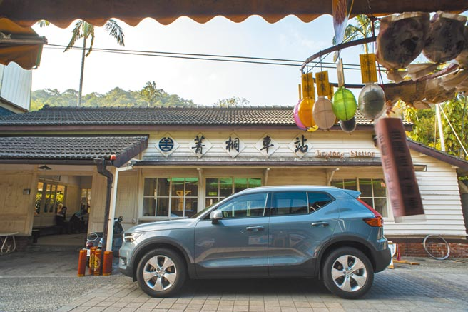 Volvo XC40在外型、功能、智慧科技、動力、安全等各面向表現突出,連續多年獲得多項國際大獎。試駕車為T3 Momentum車款,售價159.9萬元。(陳大任攝)