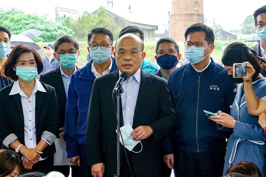 行政院長蘇貞昌今天對於暫緩50歲至64歲施打流感疫苗一事表達歉意。(李忠一攝)