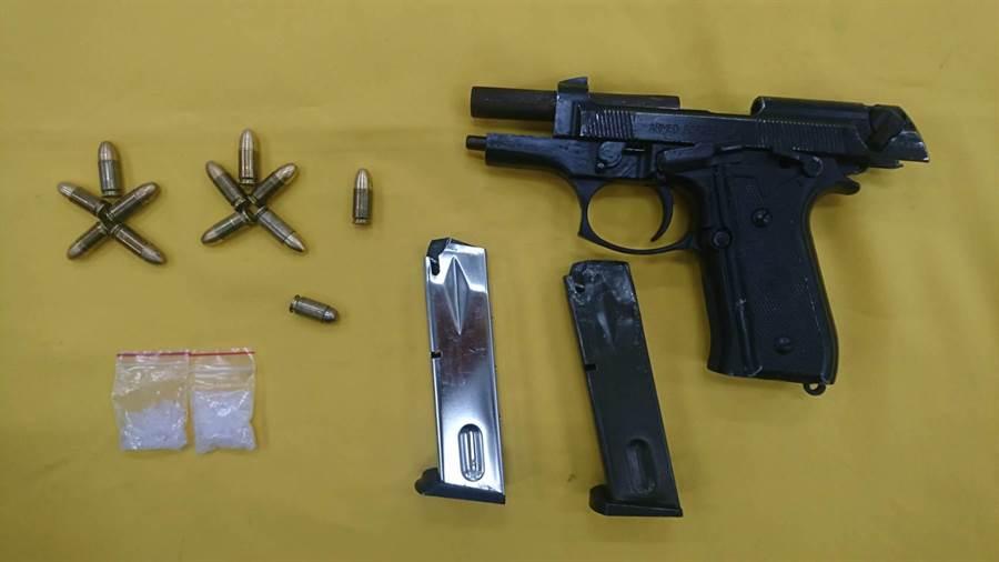 警方因為一起竊案破獲改造槍支。(讀者提供/程炳璋台南傳真)
