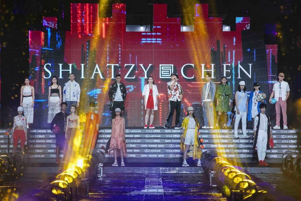 ESO瘦子華麗的開場展演獻唱,為《2020臺北時裝週》壓軸時尚大秀揭開序幕。