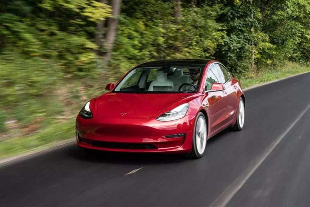 3.9 秒變 3.7 秒!特斯拉 Model 3 改版就連「加速提升」方案也跟著升級