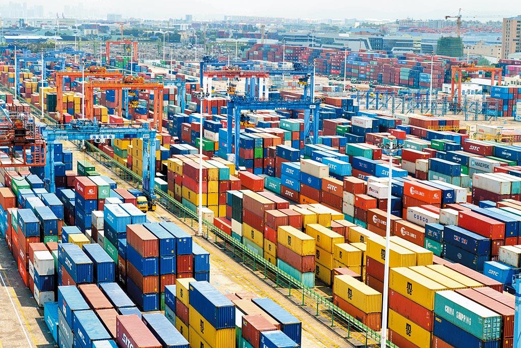 台商維持全球供應鏈地位,也為大陸製造就業機會。圖為廈門港海天碼頭。(中新社)