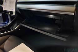 爆料指新版 Model 3 連 USB 隨身碟都幫你裝好了,哨兵與行車紀錄器功能一交車就能用?!