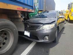 煞車不及  國1鼎金路段 貨櫃車追撞4車