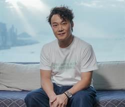 陳奕迅居家防疫「調解母狗紛爭」 打氣歌迷承諾來台開唱