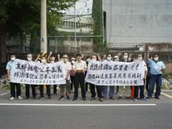 斗六社區活動中心遭法拍 居民至法院舉白布條陳情