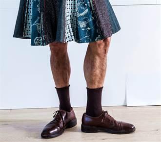 就愛短裙 光頭猛男每天穿迷你裙、高跟鞋上班