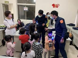 親子團參訪 走進龜山警局體驗拘留所