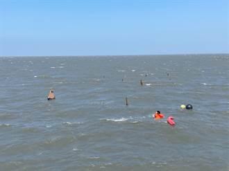 3男挖蛤蜊遇漲潮險滅頂 海巡即刻救援化險為夷