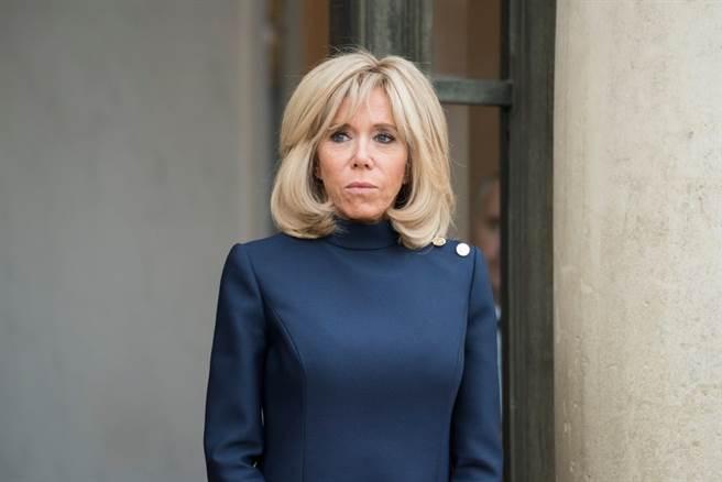 第一夫人碧姬.馬克宏(Brigitte Macron)因接觸過驗出2019冠狀病毒疾病(COVID-19)陽性反應的患者,而將自我隔離7天。(達志影像/shutterstock提供)