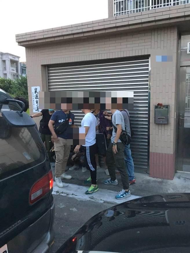 台中查緝隊查獲6名越南籍失聯移工非法打工。(台中查緝隊提供/陳淑娥台中傳真)