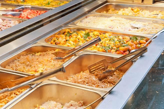 自助餐3道菜要180元  網曝「地雷食物」:小心當盤子