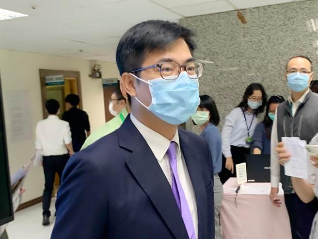 高雄市長陳其邁今天證實有向行政院長蘇貞昌報告,反映地方疫苗施打狀況。(柯宗緯攝)