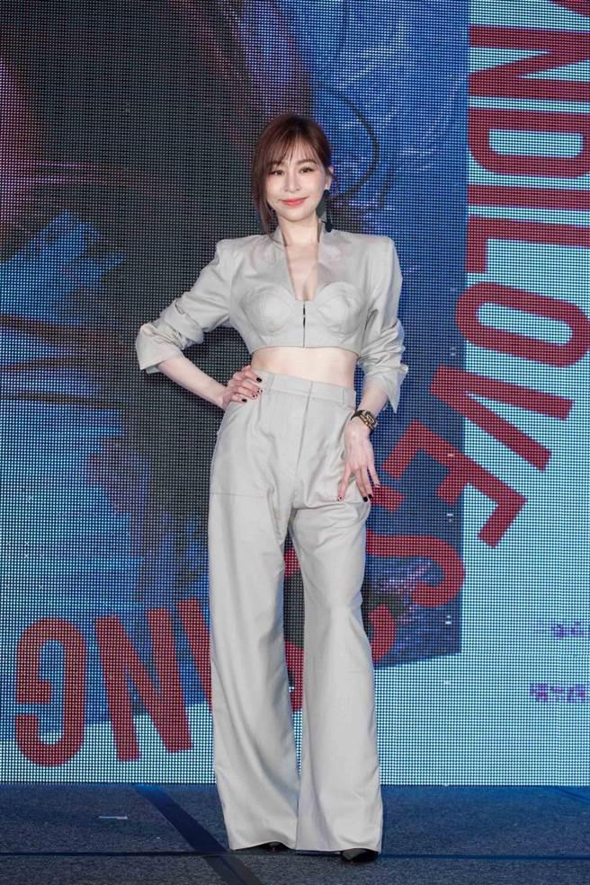 王心凌今身穿中空裝出席演唱會記者會,小露酥胸和蠻腰。(石智中攝)
