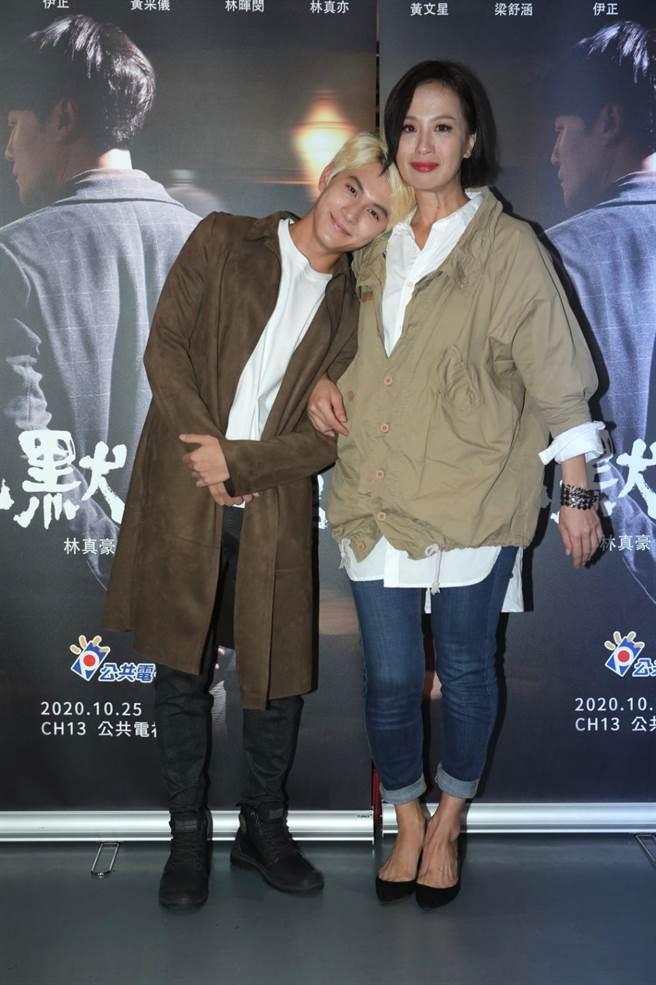 林暉閔(左)、黃采儀。(公視提供)