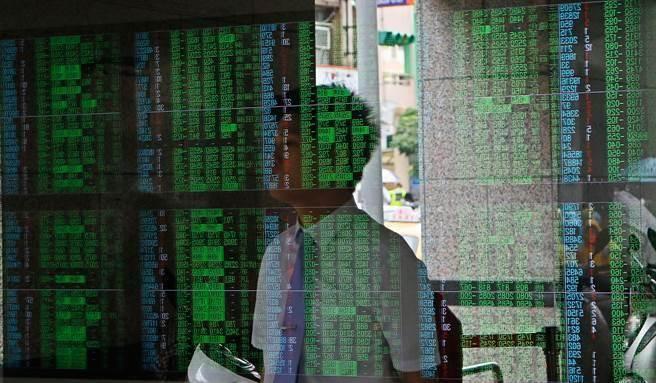 專家認為,美國總統大總最後二周,短期內美股恐仍維持震盪走勢,亦牽動台股後續走勢。(資料照)