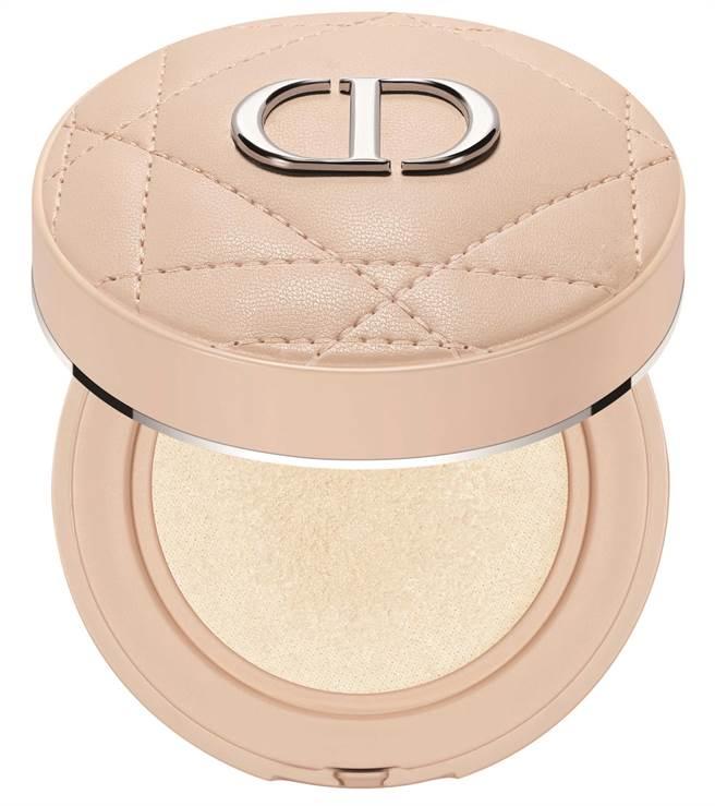 SOGO忠孝館獨賣Dior 超完美持久氣墊蜜粉#001(金燦星夜限量版),優惠價1980元,限量100個。(SOGO提供)
