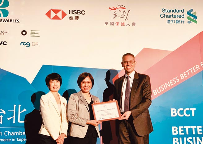 英國保誠人壽獲BCCT企業多元文化獎入圍肯定,由人資長阮玉嬌代表領獎。圖/英國保誠提供