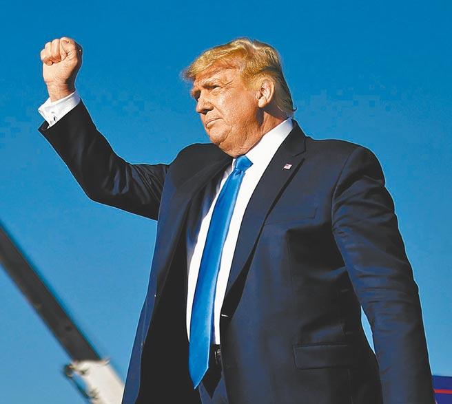 美國共和黨總統候選人,現任總統川普在競選場子上表示,我小兒子巴倫感染新冠,大概15秒痊癒。(路透)