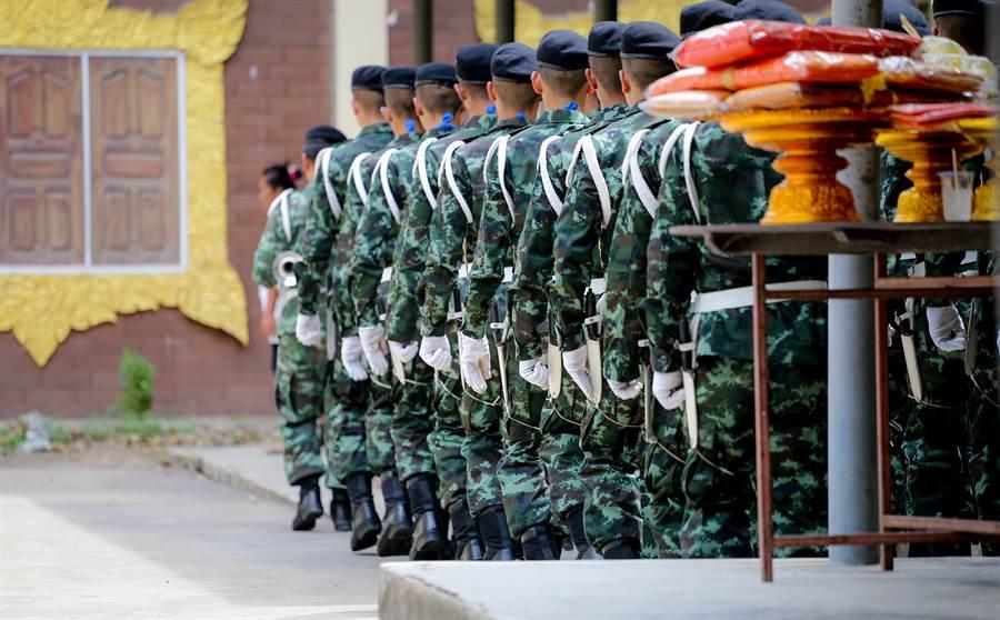 彰化縣一名女性陸軍中士去年底依職務之便,竊取軍中伙食團採購的阿薩姆紅茶2箱、阿薩姆奶茶3箱。(示意圖/達志影像/Shutterstock提供)