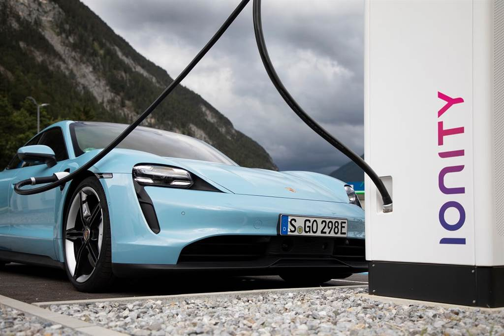 Porsche為電池最佳充電效率 編程特定的前置作業