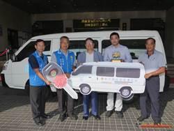 經典不動產、振鑫營造同日捐贈新竹縣復康巴士