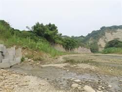 台南東山龜重溪傳有湧泉 河川整治挖斷舊油井管線所致
