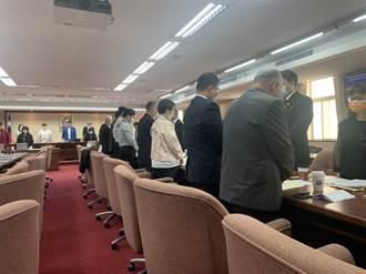 普悠瑪18死悲劇 交通委員會、運安會全體默哀1分鐘