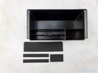 超便宜的 Model 3 中控置物箱新玩具:小型雜物收納盒可前後滑動,上下分層收納更輕鬆