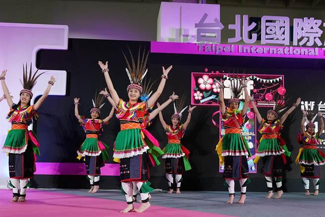 ITF台北國際旅展大會舞台有多種表演活動,觀展民眾進場可一票看到底。(圖/台灣觀光協會)