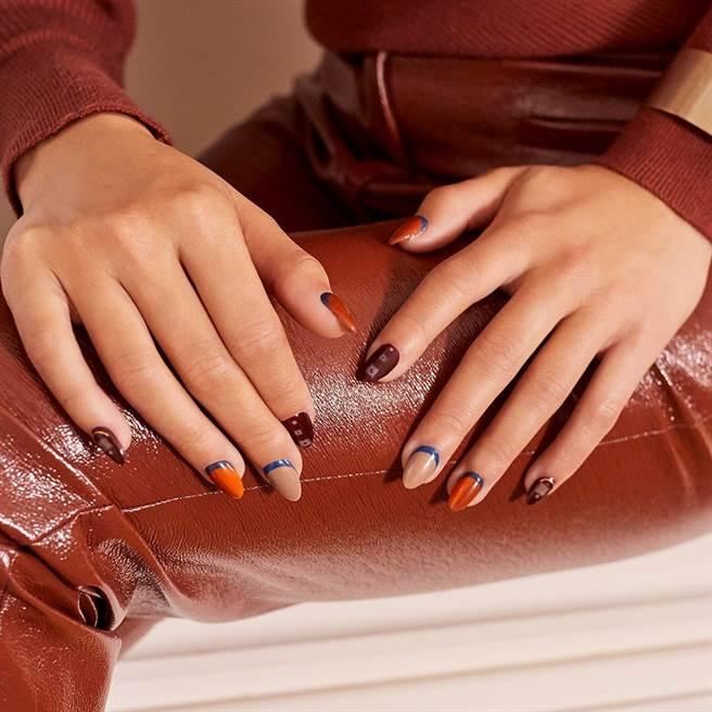 隨意搭配疊擦展現時髦的秋冬復古風格。(圖/品牌提供)