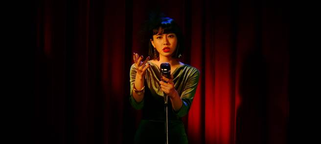李芷婷新歌〈遠走他鄉〉收錄在10月發行的實體專輯《美麗舊世界》。(唯有音樂提供)