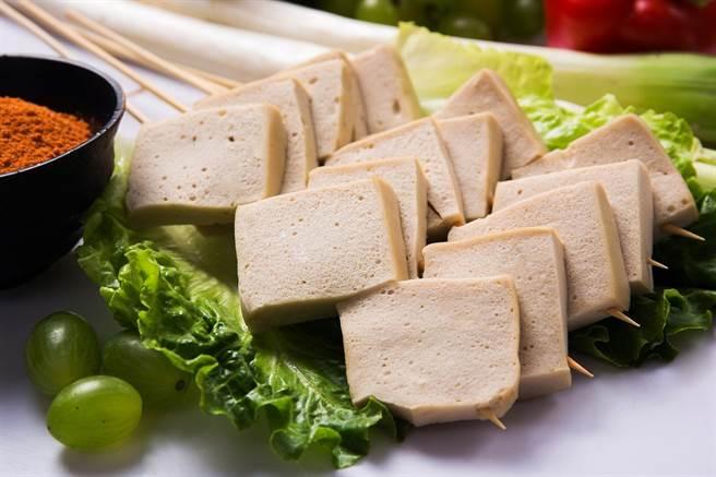 (百頁豆腐熱量高,並非優質豆製品來源。圖/Pixabay)
