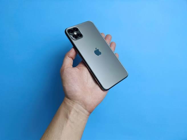 iPhone 12開賣隱含3大重要意義!蘋果長驅直入中國市場 這回要「手擒華為」(示意圖/達志影像shutterstock提供)