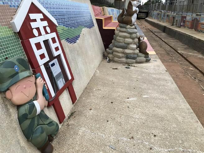 作者前往金門旅遊,發現島上居民對於大陸仍保有記憶。圖為網紅景點「為什麼來金門?」(資料照片)