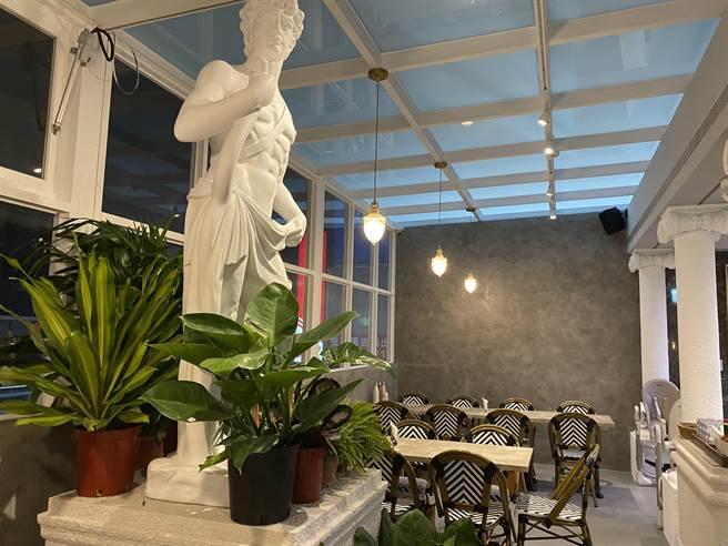 JAI宅水湳店設計上加入了精品元素,框,並與網紅泰辣合作室內植栽擺設。(馮惠宜攝)